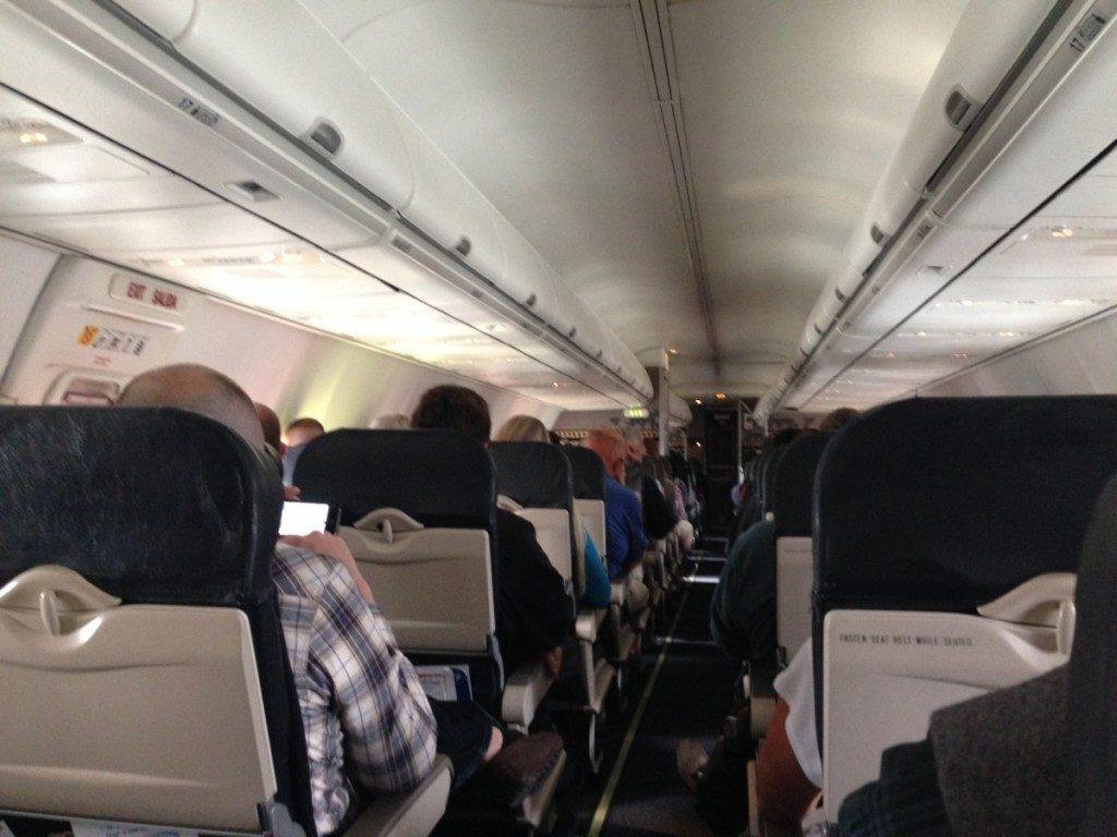 Alaska Airlines kabinen på vej fra Seattle til Denver. Et helt standard economy class produkt.