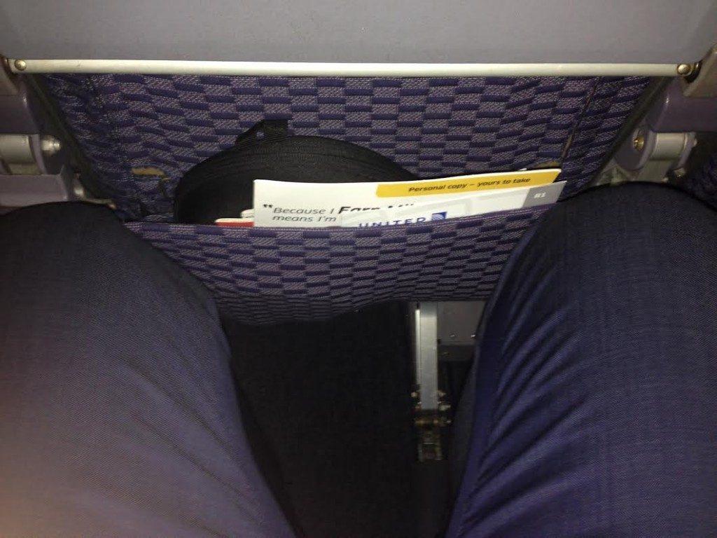 Meget begrænset benplads på economy Class hos United Airlines.