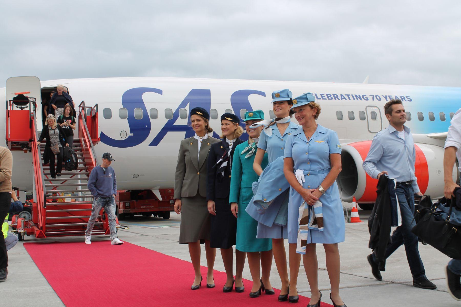 Passagererne fik sig en overraskelse ombord. Bl.a. blev der fremvist gamle SAS uniformer.