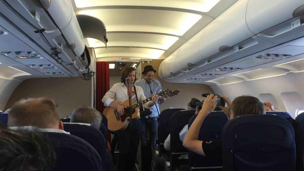 Kristian Leth gav koncert ombord på SK681 fra København til Rom d. 14. september 2016