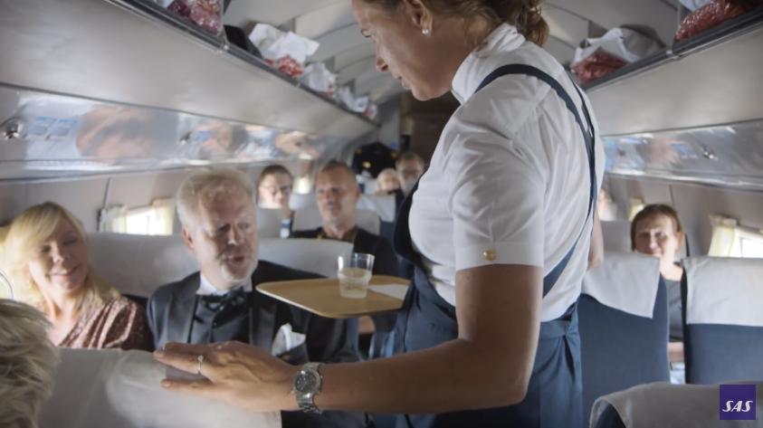 Ombord i kabinen på jubilæumsflyvningen med SAS gamle DC3. Foto: SAS Youtube