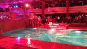Poolparty ved den indendørs pool. Foto: Jens Fisker