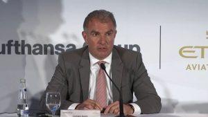 Lufthansa chef Carsten Spoor på dagens pressekonference i Abu Dhabi.