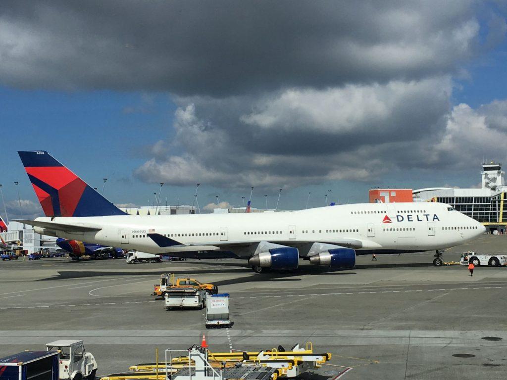 Delta 744 stikker avgårde til NRT.