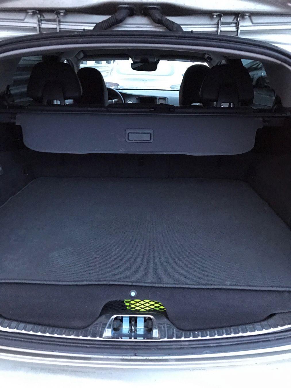 Høyere gulv for å gi plass til batterier gir mindre bagasjeplass. Foto: Rolf A. H. Gjerdsjø