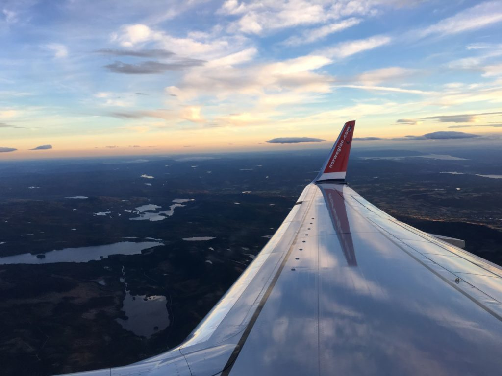 Innflyvning til Gardermoen sett fra sete 14 F om bord LN-NHB.